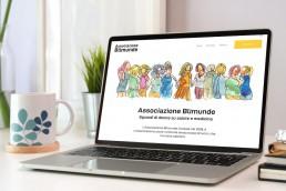 Monitor di computer desktop con homepage del sito: disegno di donne